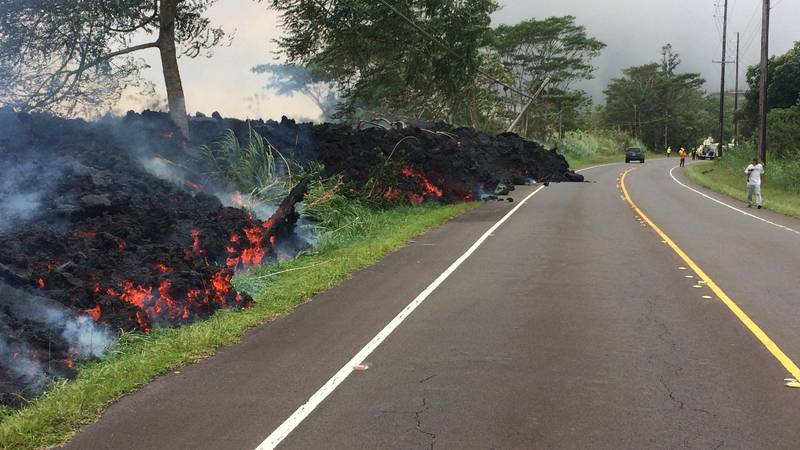 Lava flows are encroaching on Highway 132, a major access route to lower Puna. (Image: USGS)