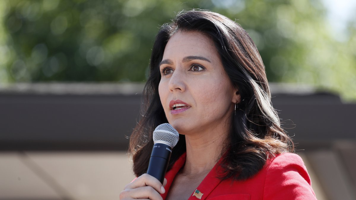 Democratic presidential candidate Rep. Tulsi Gabbard, D-Hawaii, speaks at the Des Moines...