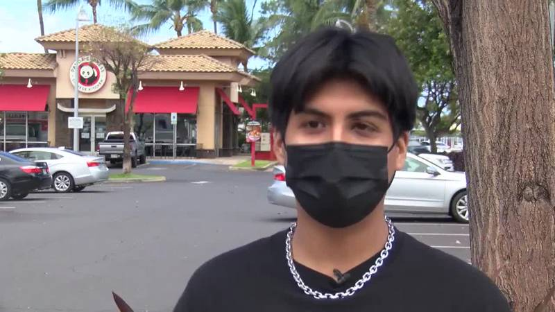 A Hawaii man said he was attacked at a restaurant for reminding a tourist to wear a mask.