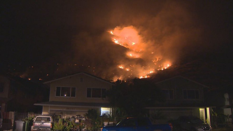 The Leeward Oahu wildfires came dangerously close to homes in the area (Image: Hawaii News Now)