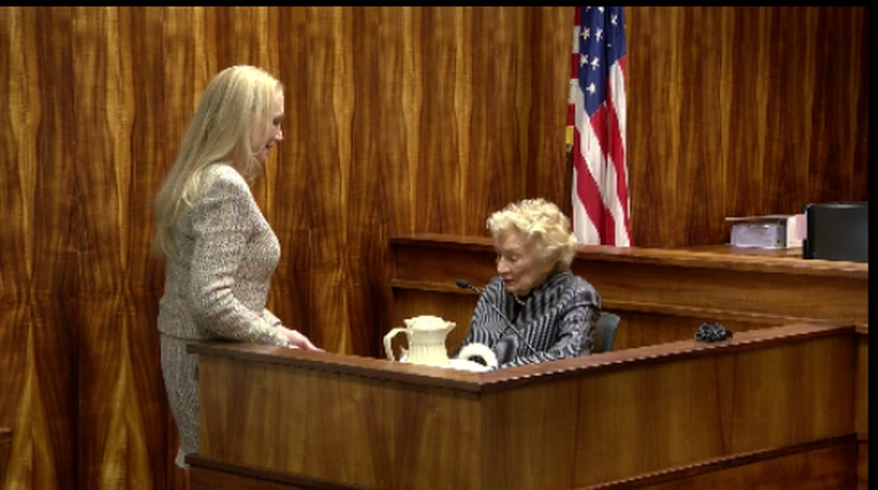 During a break, Abigail Kawananakoa is overheard discussing the case with her wife Gail...