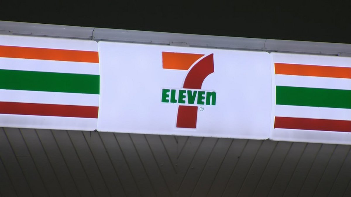 Police are investigating a string of overnight incidents and 7-Eleven stores across Oahu...