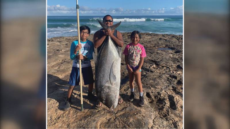 Del Saldajeno and his children pose with 106 pound ulua