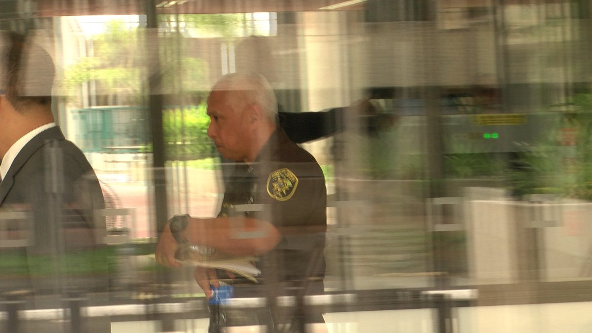 Cayetano, pictured behind the glass of the federal building in Honolulu on Wednesday. (Image:...