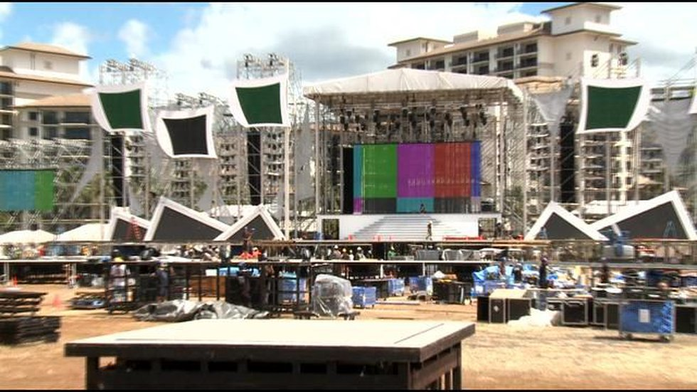 Construction crews build stage for upcoming Arashi concert