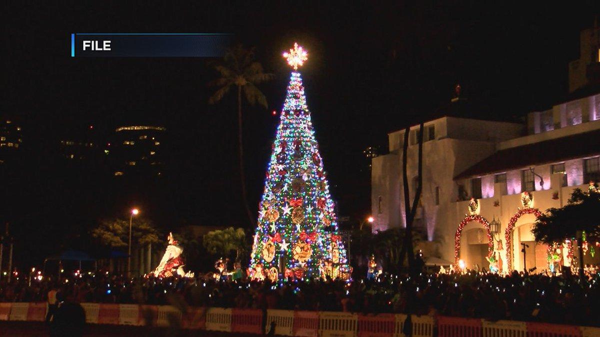 Every year, the annual Honolulu City Lights draws large crowds to Honolulu Hale.