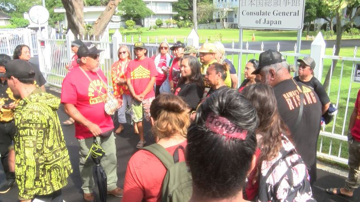 Thirty Meter Telescope opponents gathered in Nuuanu Monday.