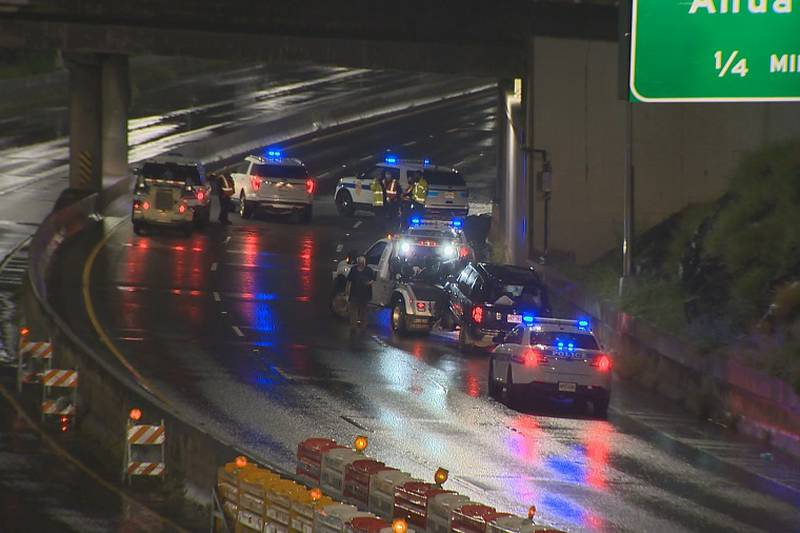 Honolulu police are investigating a deadly crash on Moanalua Freeway late Tuesday.