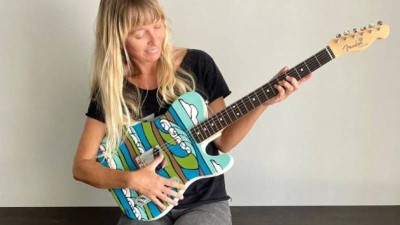 Hawaii artist Heather Brown painted an ocean scene for Fender Japan's limited edition Esquire...
