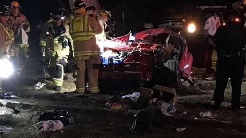 A man died in a single-vehicle crash near Kapiolani Park in Waikiki early Sunday.
