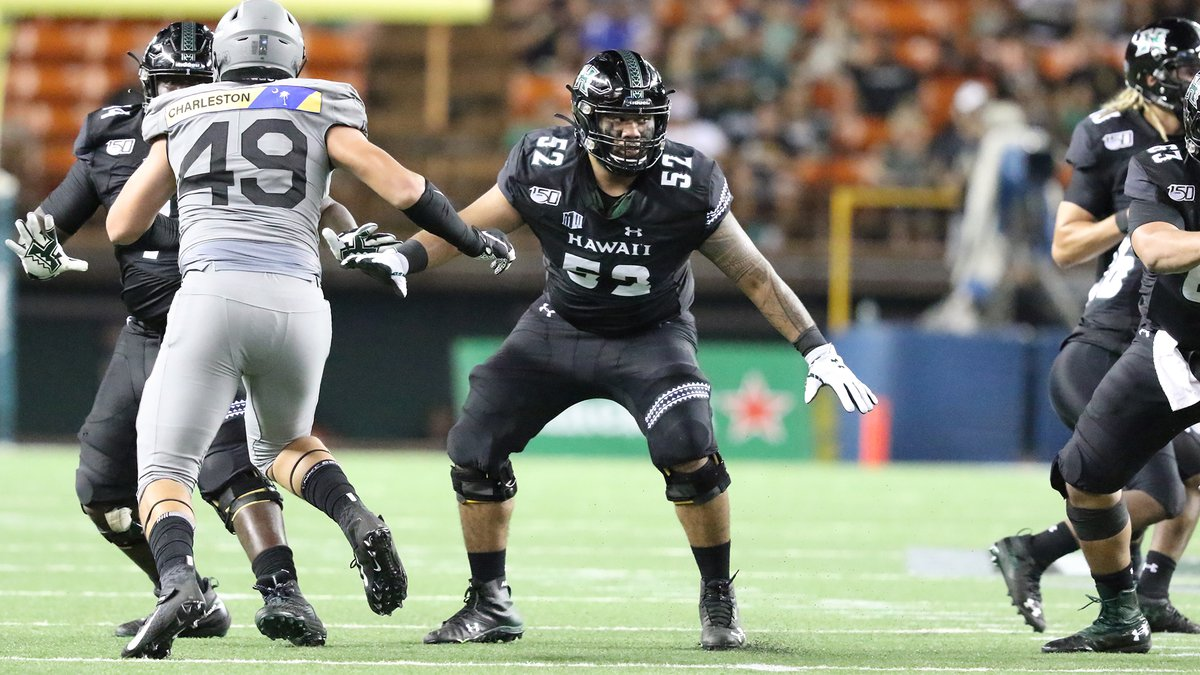 Junior offensive lineman Solo Vaipulu plays in a game against Air Force during the 2019...