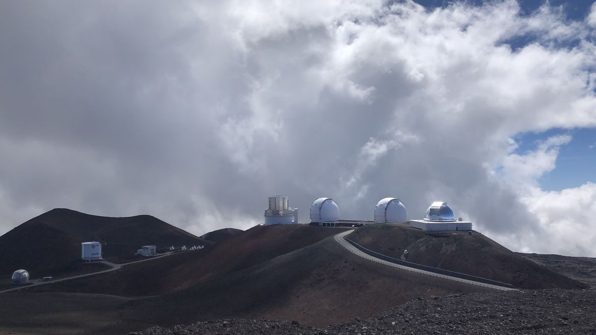 Astronomy technicians describe complicated process to get access to Mauna Kea's summit.