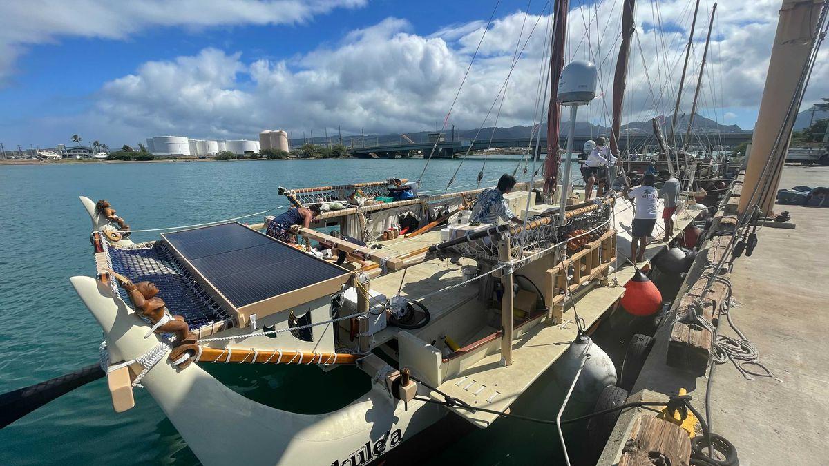 Hokulea and Hikianalia departed Sand Island on a training mission.