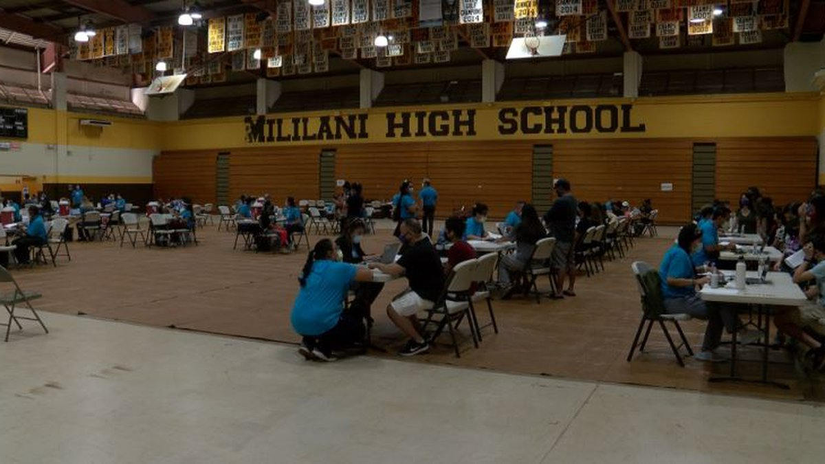 Hundreds came out to Mililani High on Friday to get vaccinated.