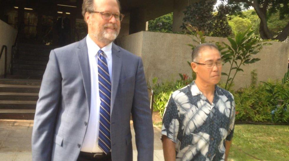 Retired HPD Maj. Gordon Shiraishi leaves federal court. (Image: Hawaii News Now/file)