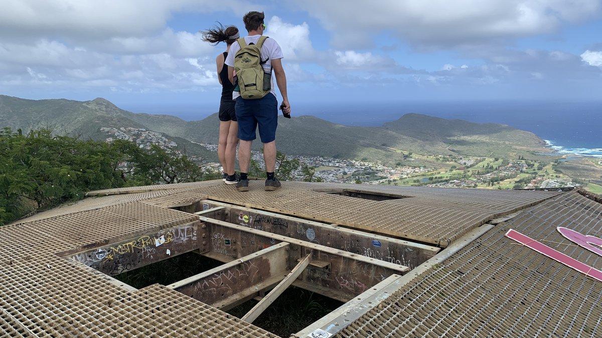 Hikers atop Koko Crater.