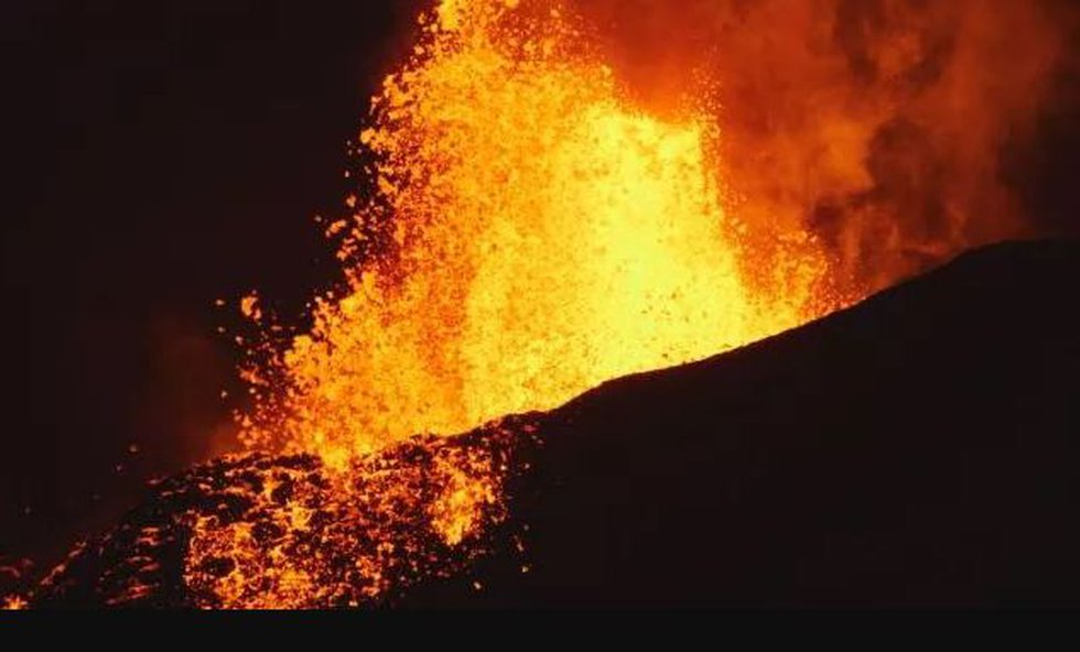 More than five weeks after they started, eruptions just keep going on the Big Island. (Image:...