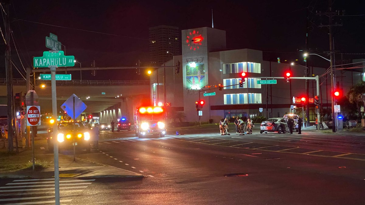 Police are investigating a single-vehicle crash in Kapahulu early Thursday.