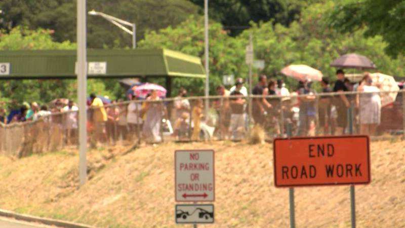 Long lines were seen at the Aloha Stadium testing site Aug. 14, 2021.