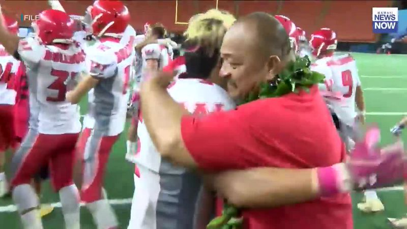 Waialua head coach Lincoln Barit retires after 35 years with the Bulldogs
