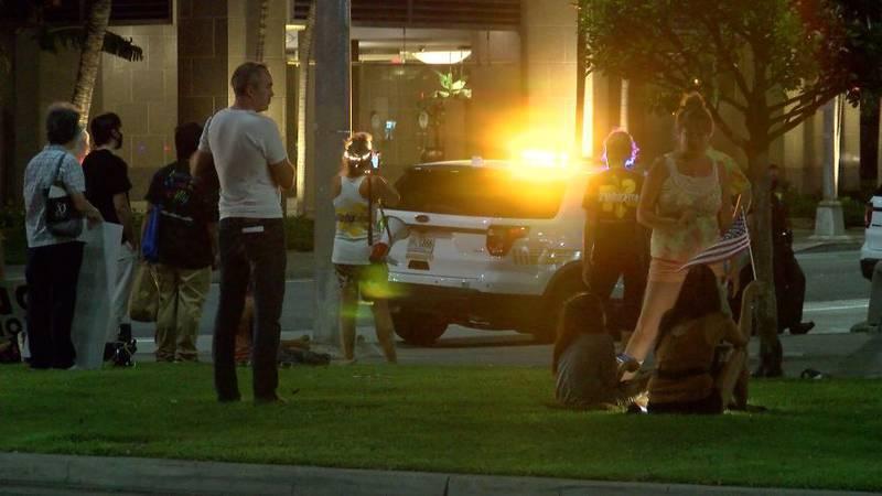 Opponents were outside Lt. Gov. Green's Honolulu condo yet again Wednesday night.