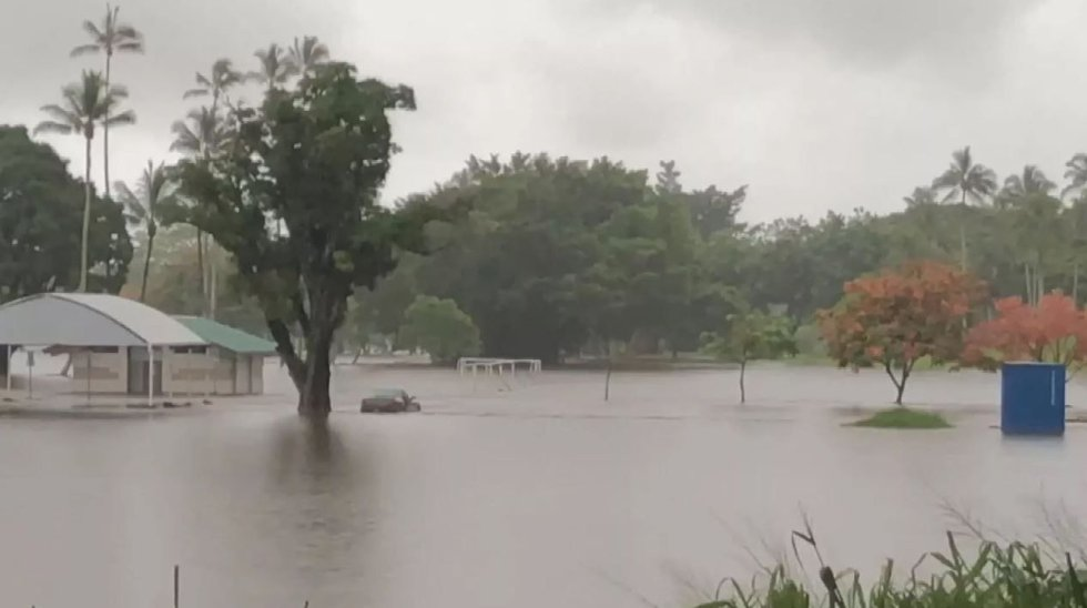 Heavy rains triggered widespread flooding in Hilo. (Image: Paul Miyasaki)