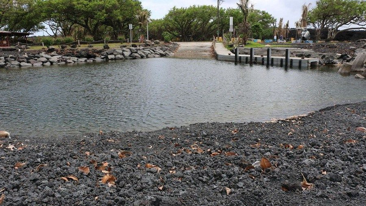 A black sand beach has formed near the Pohoiki Boat Ramp, blocking its entrance (Image: DLNR)