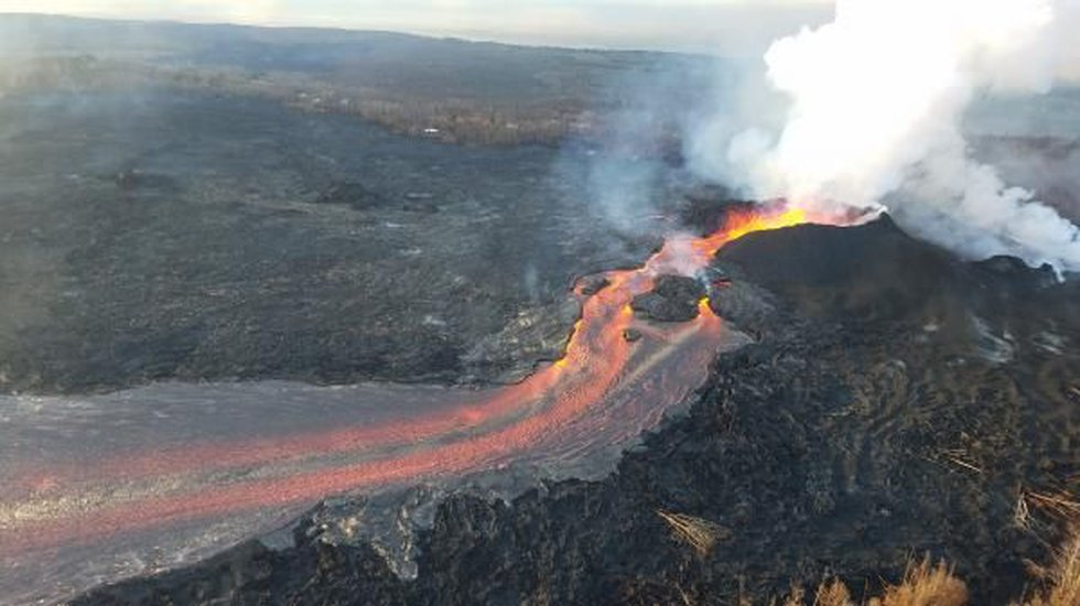 Fissure no. 8 continues to erupt vigorously, creating channelized lava flows toward the sea....