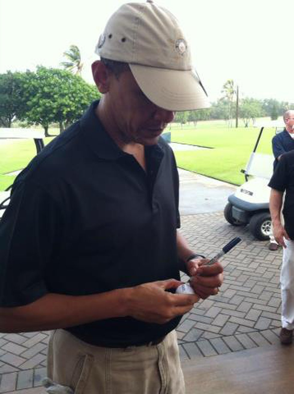 Obama signs autographs at the Kaneohe Marine golf course - Photo: Cindy Willing O'Farrell