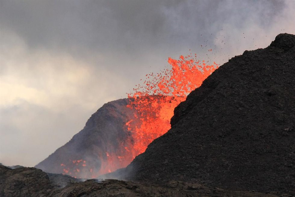 The fissure 8 splatter cone is photographed on June 24. (Source: USGS)