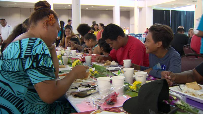 For the 49th year, the Salvation Army provided free Thanksgiving dinners to Honolulu's needy.