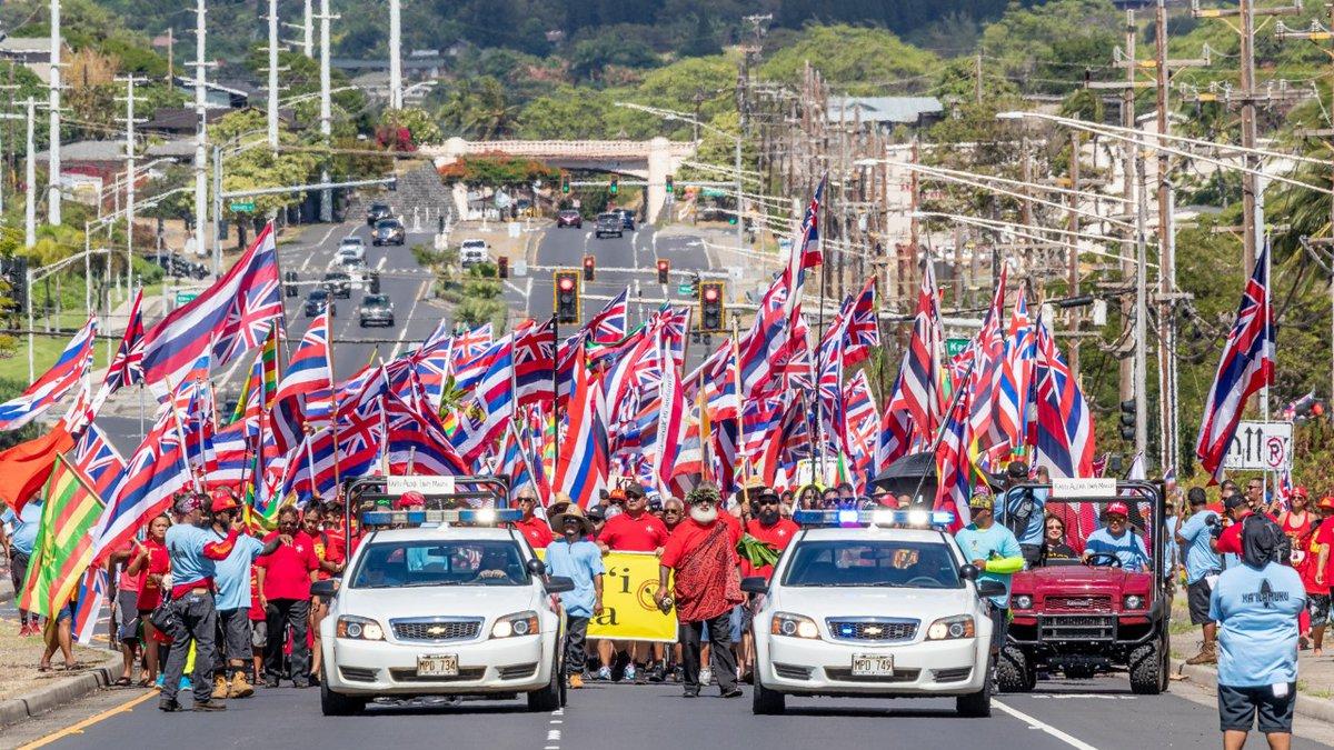 Maui marchers make their way to UHMC.